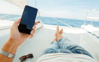 De vacaciones en un bote con acceso a internet