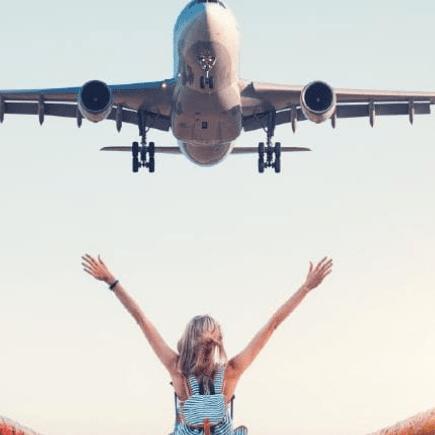 Avión llegando para tomar vacaciones
